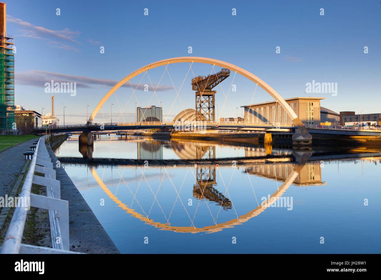 Le Clyde Arc (Pont aux), Glasgow, Ecosse, Royaume-Uni, Europe Banque D'Images