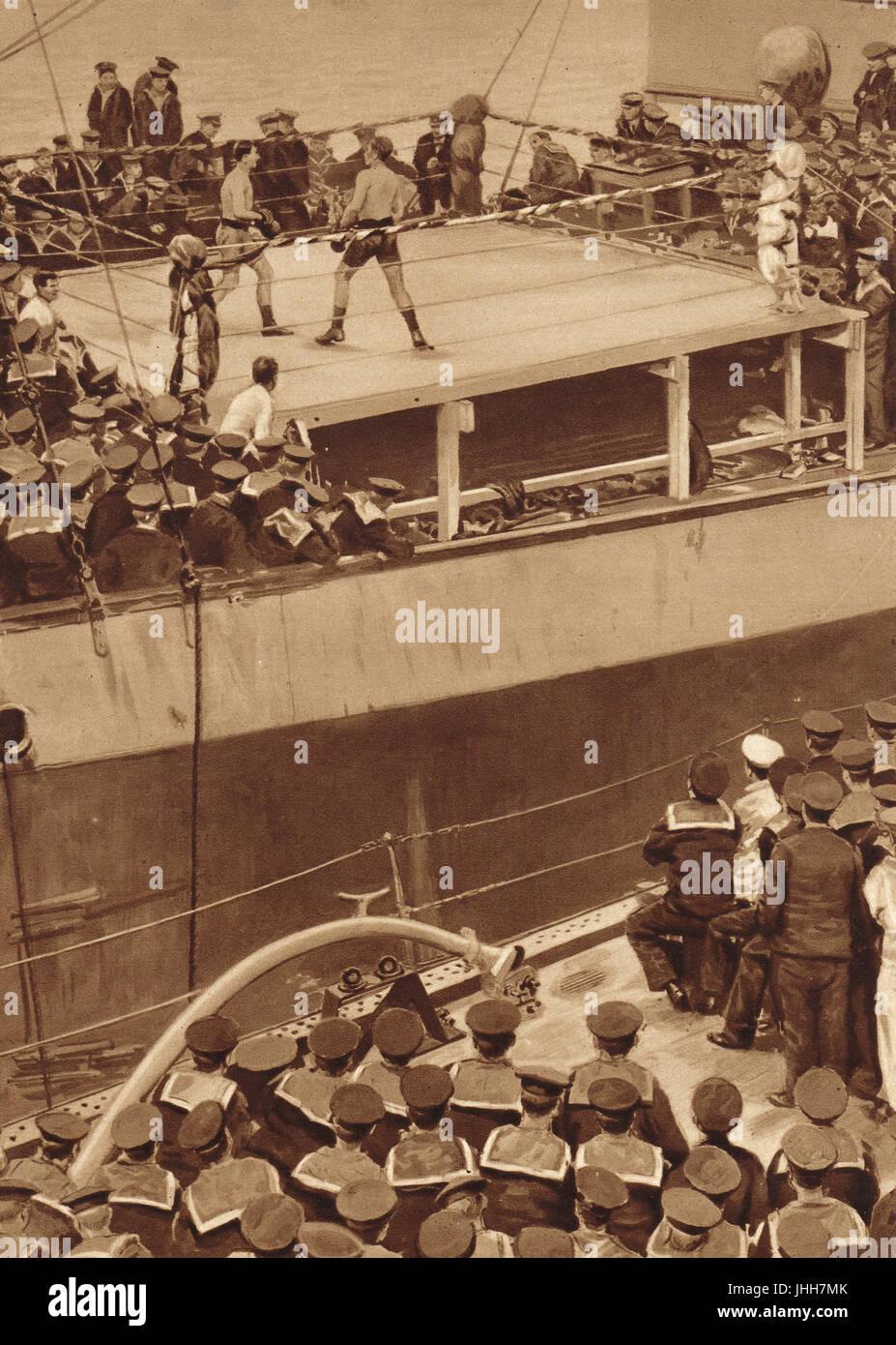 Match de boxe sur un navire de guerre de la Grande Flotte dans WW1 Photo Stock