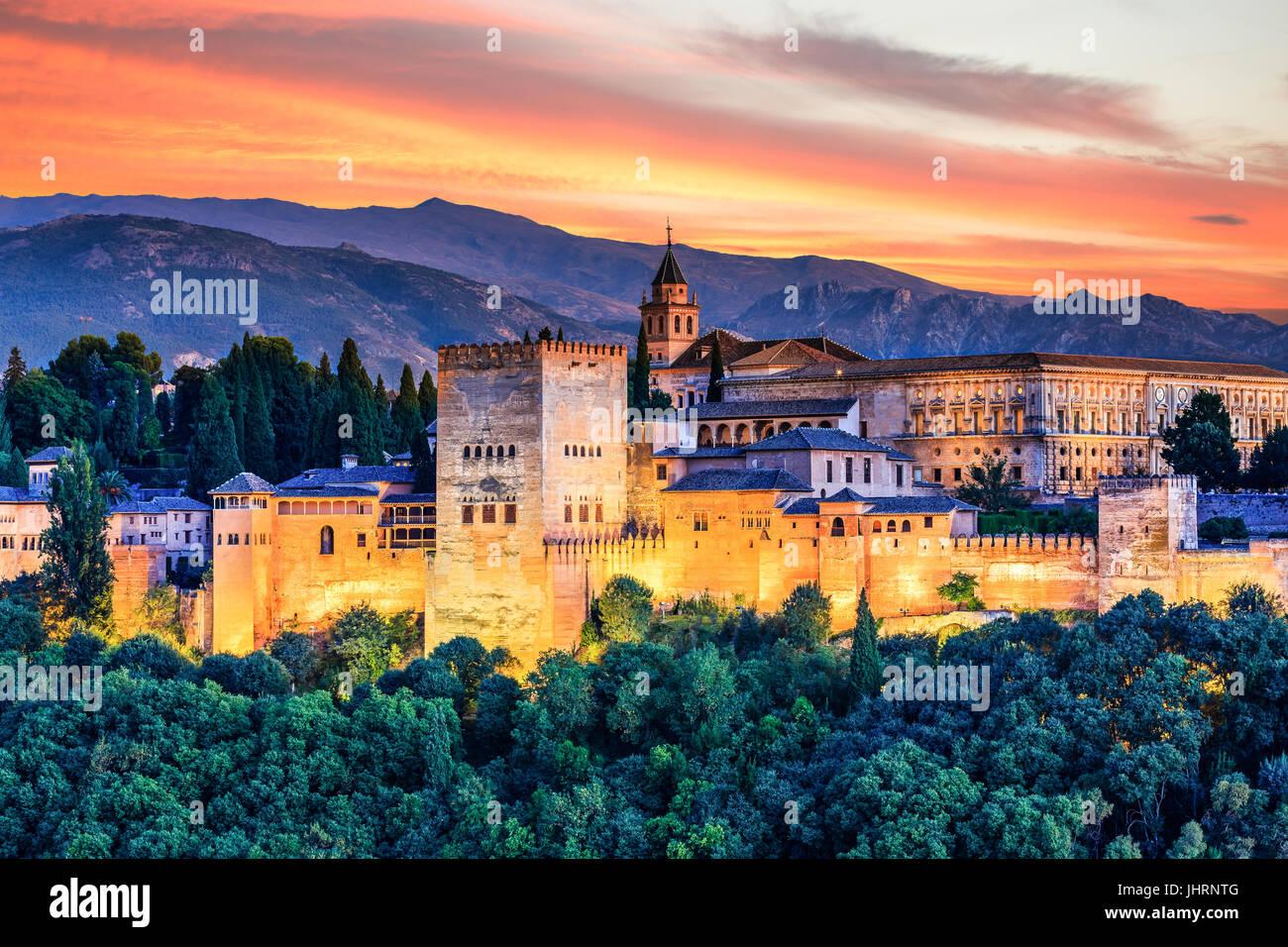 Alhambra de Grenade, Espagne. Forteresse de l'Alhambra au coucher du soleil. Photo Stock