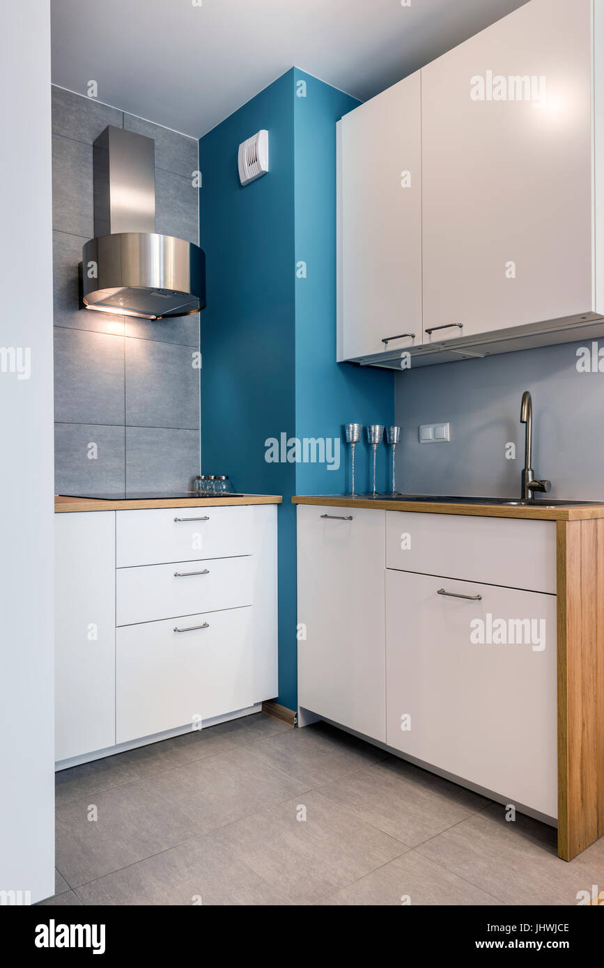 Design Interieur Moderne Cuisine Avec Mur Bleu Banque D Images