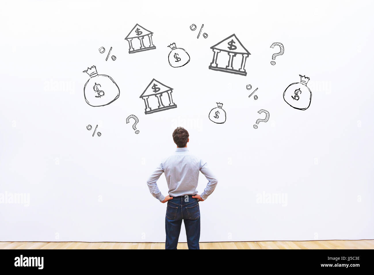 Le choix de la banque de prêt ou de crédit, homme d'affaires en comparant le pourcentage de crédit Photo Stock