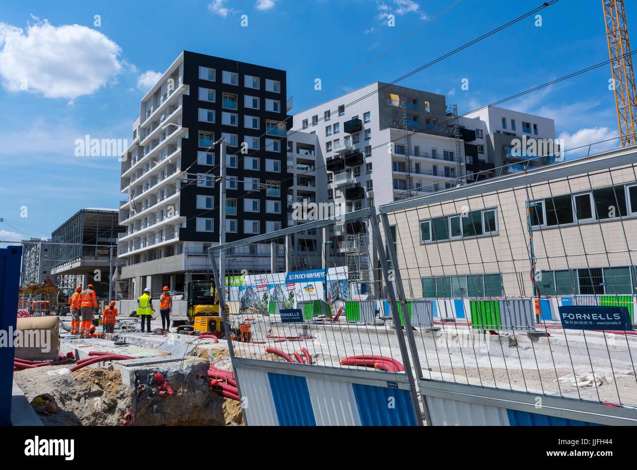 Gennevilliers, France, banlieue parisienne, Urbanisme, projet de réaménagement urbain près de la station de métro, développement durable des ouvriers de la construction de tramways, rue de banlieue Banque D'Images