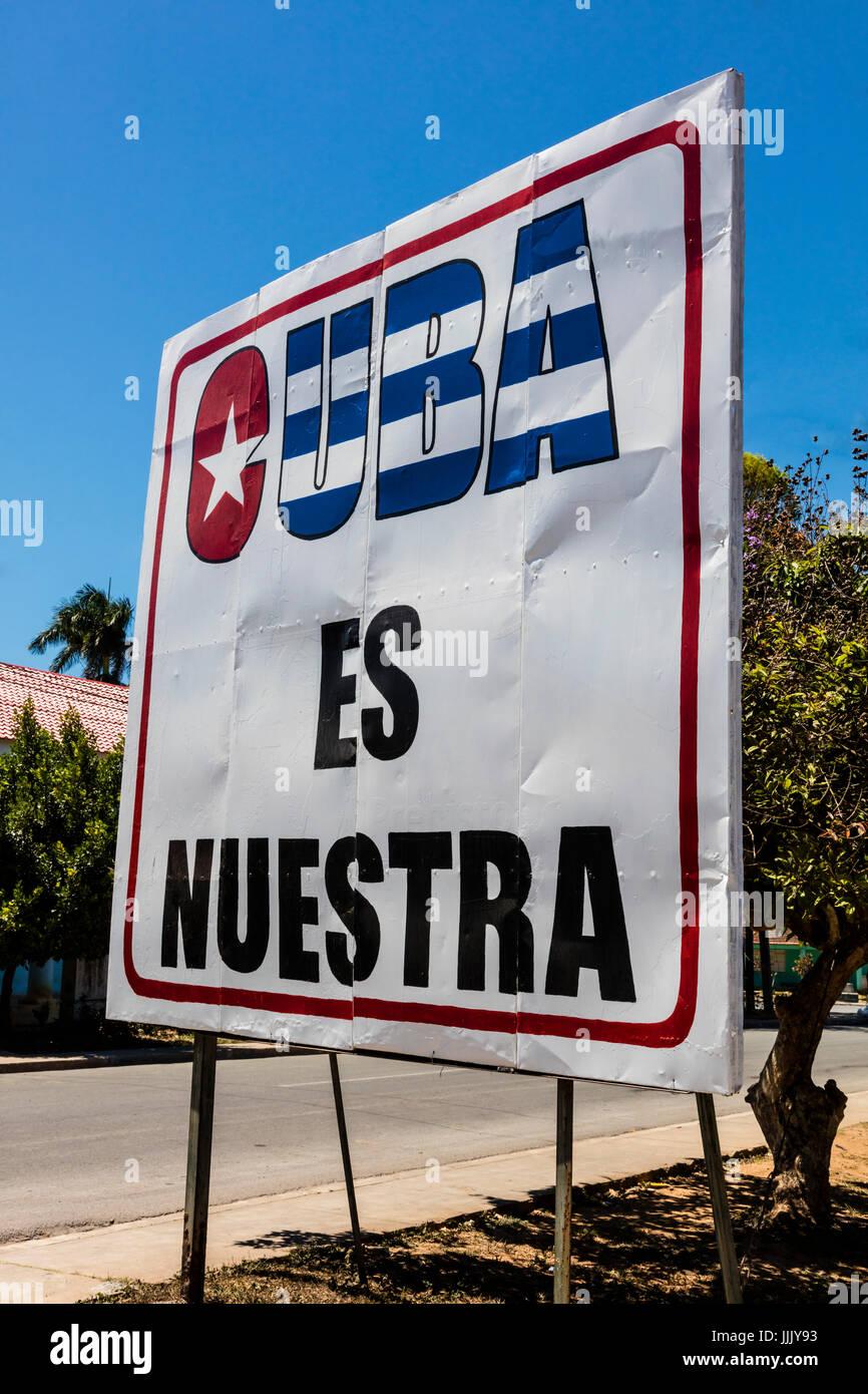 Cuba es Nuestra sens Cuba est la nôtre sur un panneau dans la ville de Viñales, Cuba Photo Stock