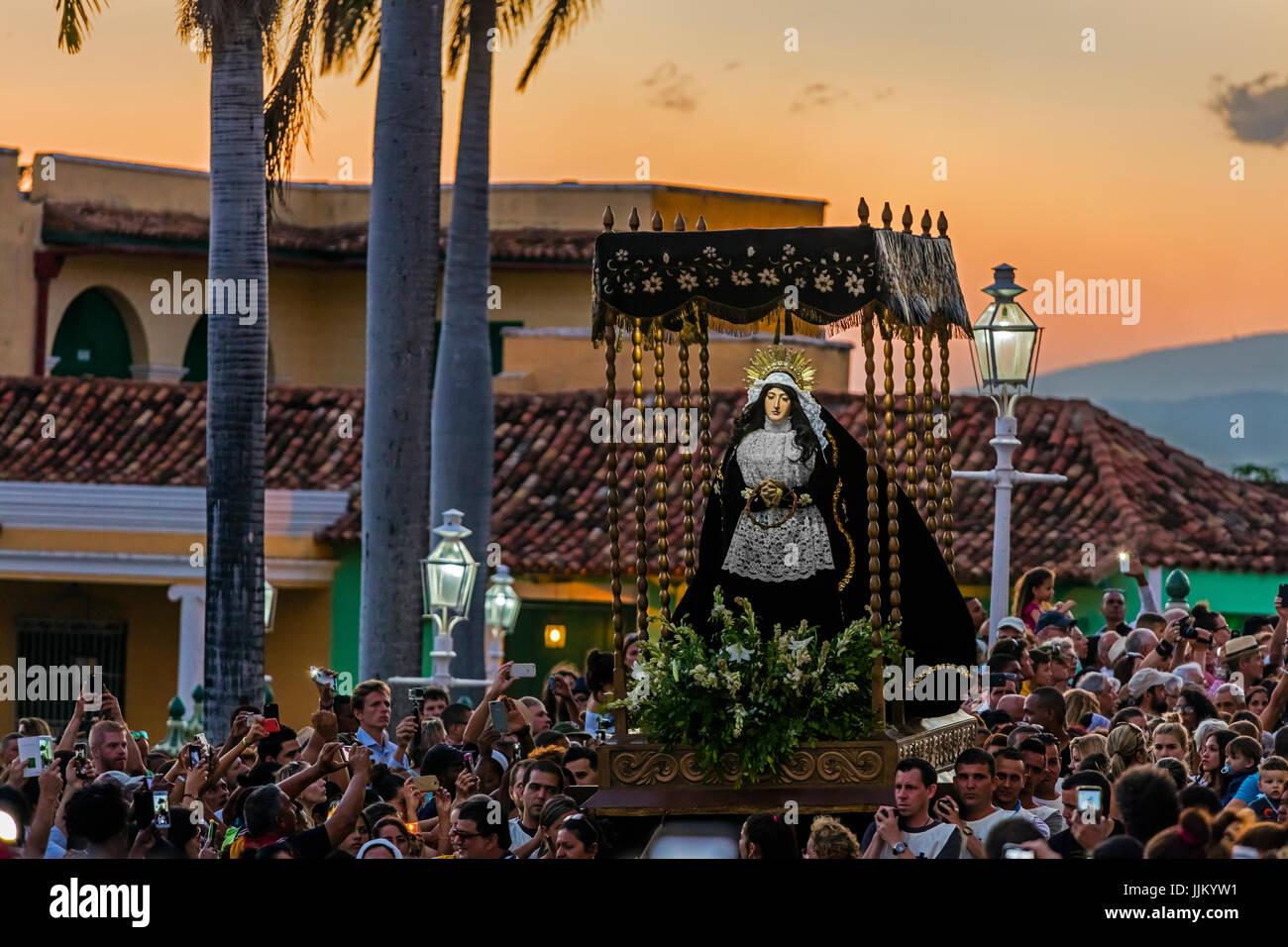 Pendant la période de Pâques appelé SEMANA SANTA statues religieuses sont exhibés à travers Photo Stock