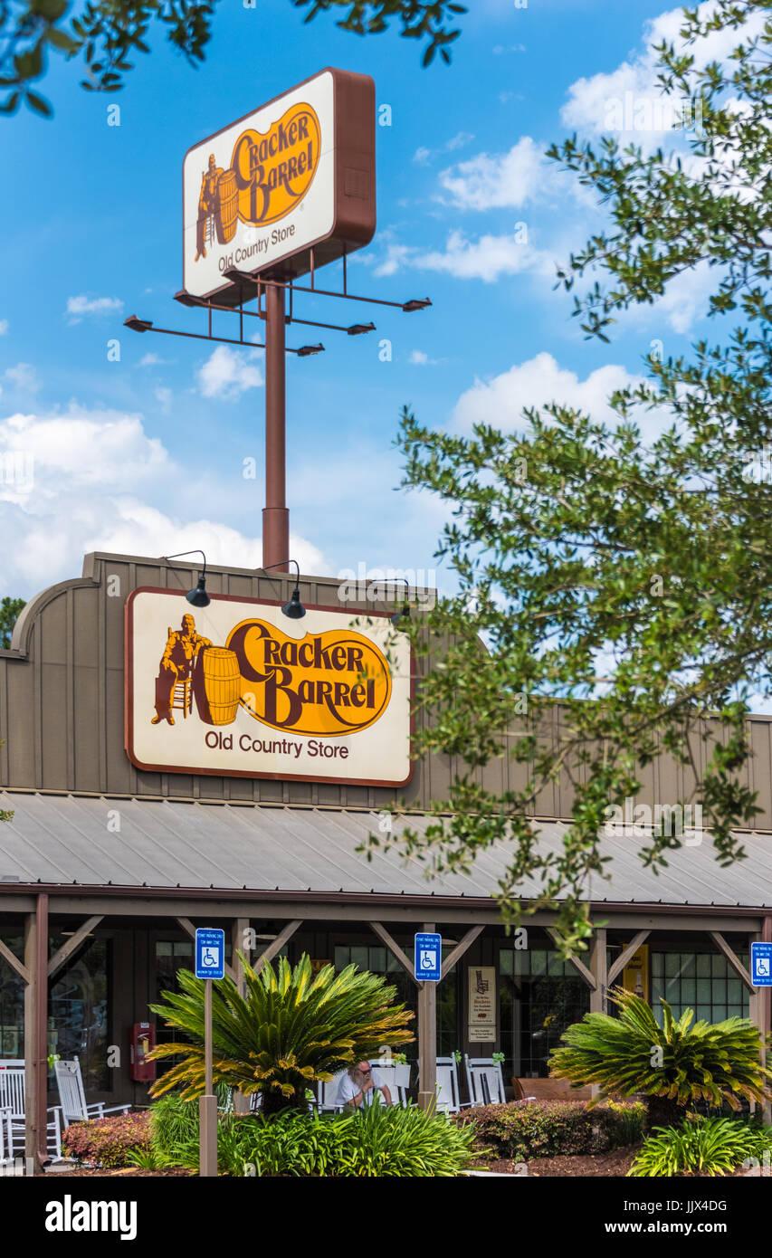 Restaurant Cracker Barrel Old Country Store et à Valdosta, en Géorgie, aux États-Unis. Banque D'Images