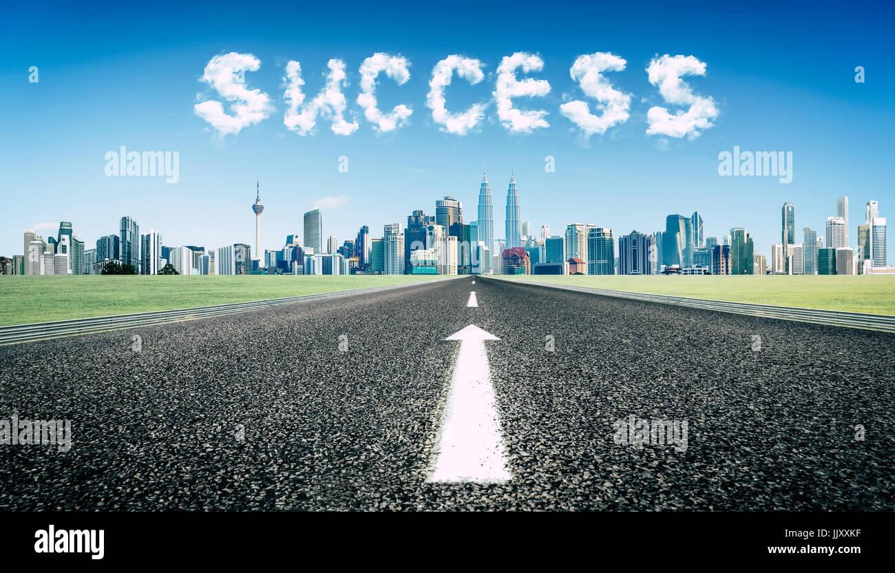 Concept de suivre le droit chemin au succès road . Photo Stock