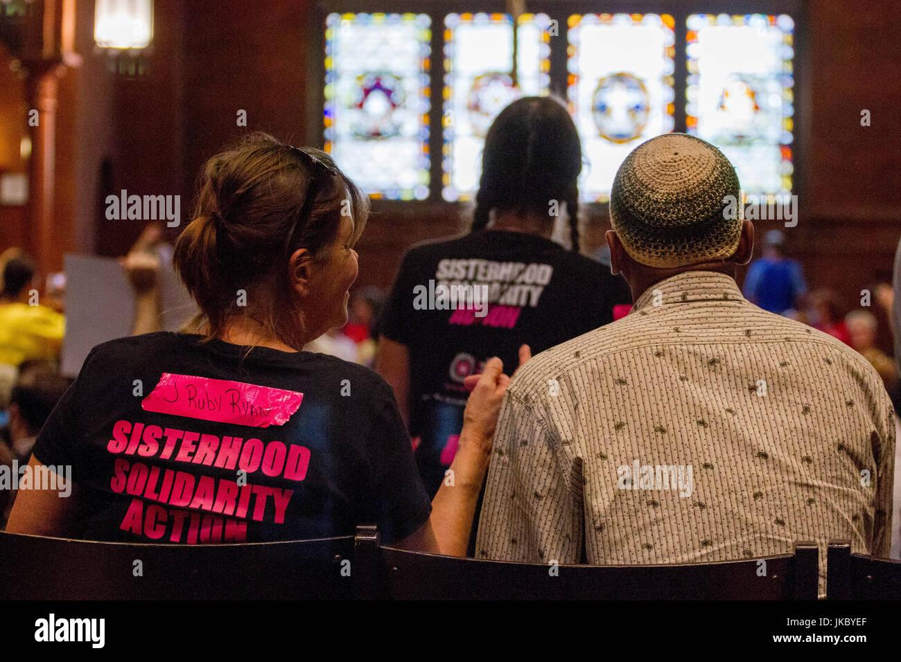 """Les manifestants se rassemblent à l'Église Saint Marc près de la capitale américaine de Washington, D.C., avant de """"tuer le projet de loi' manifestations contre les tentatives GOP Banque D'Images"""