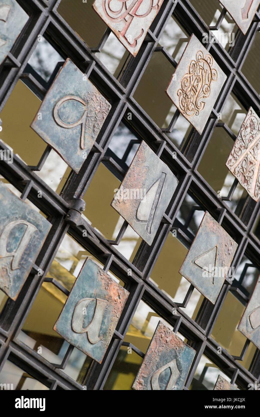 Allemagne, Berlin, Nikolaiviertel, alphabet portes à la bibliothèque de la ville de Berlin Photo Stock