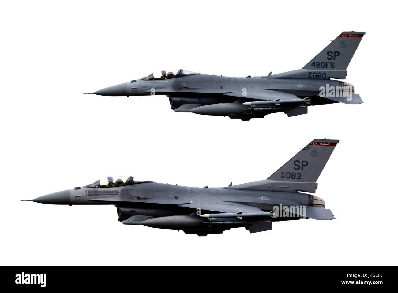 Deux USA Air Force General Dynamics F16 C Fighting Falcon en vol au Royal International Air Tattoo Airshow RIAT 2017 Banque D'Images