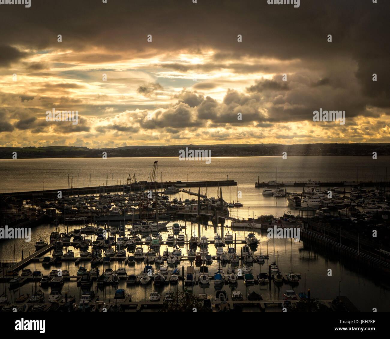 Go - DEVON: Coucher de soleil sur le port de Torquay et Torbay Photo Stock