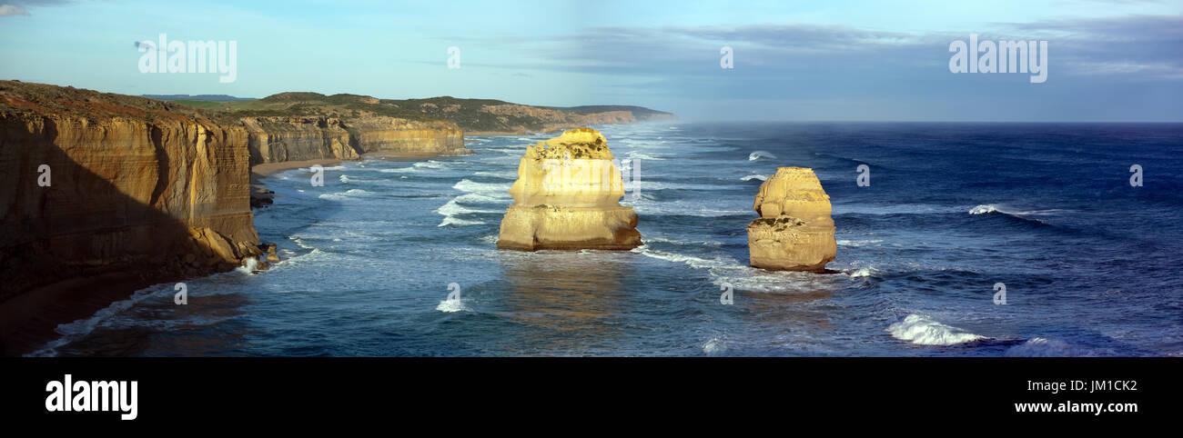 Photo panoramique à des images de deux des douze apôtres,Port Campbell National Park, Victoria, Australie Photo Stock