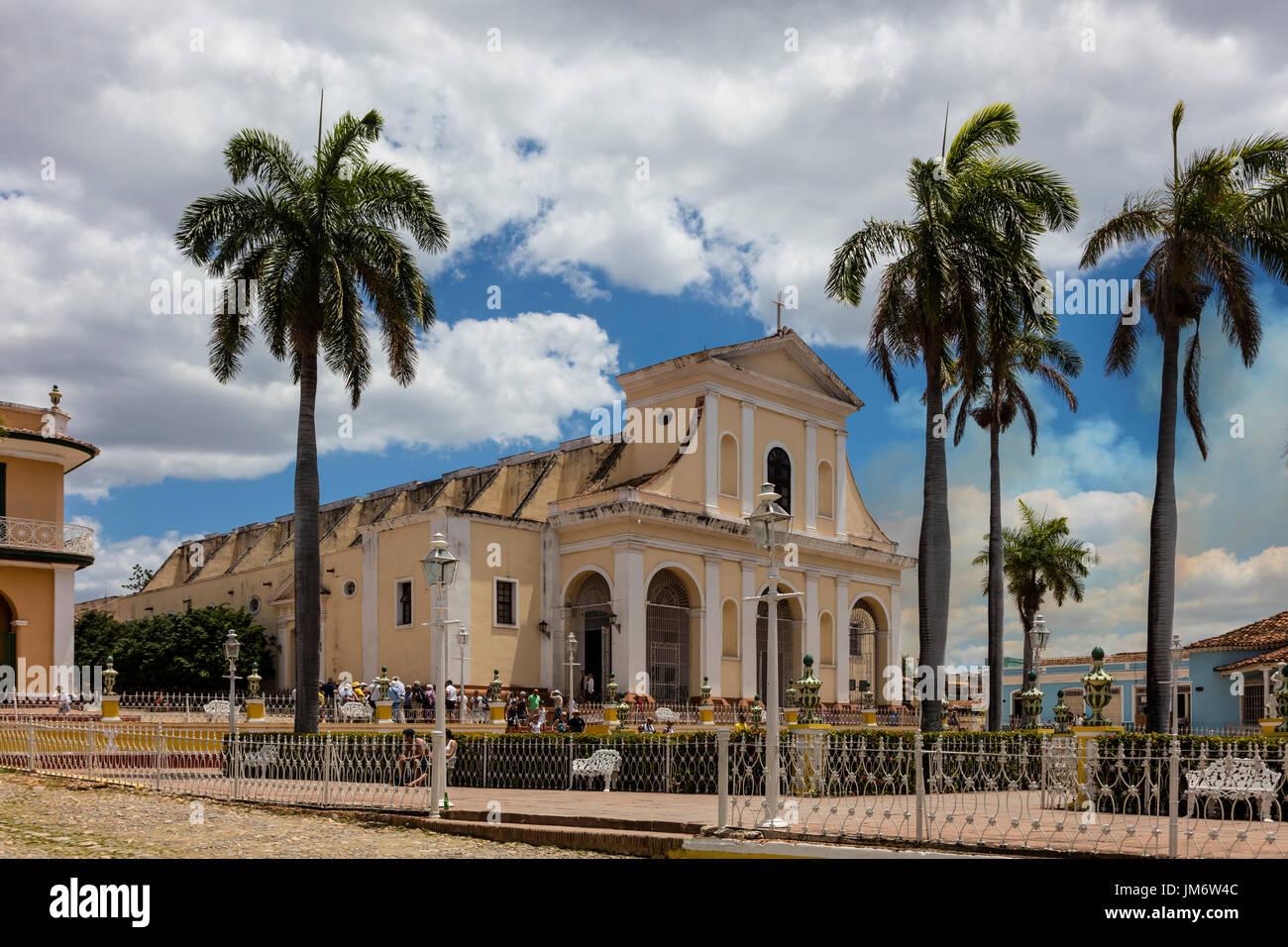 L'Iglesia Parroquial DE LA SANTISIMA TRINIDAD est situé sur la Plaza Mayor - Trinidad, Cuba Photo Stock