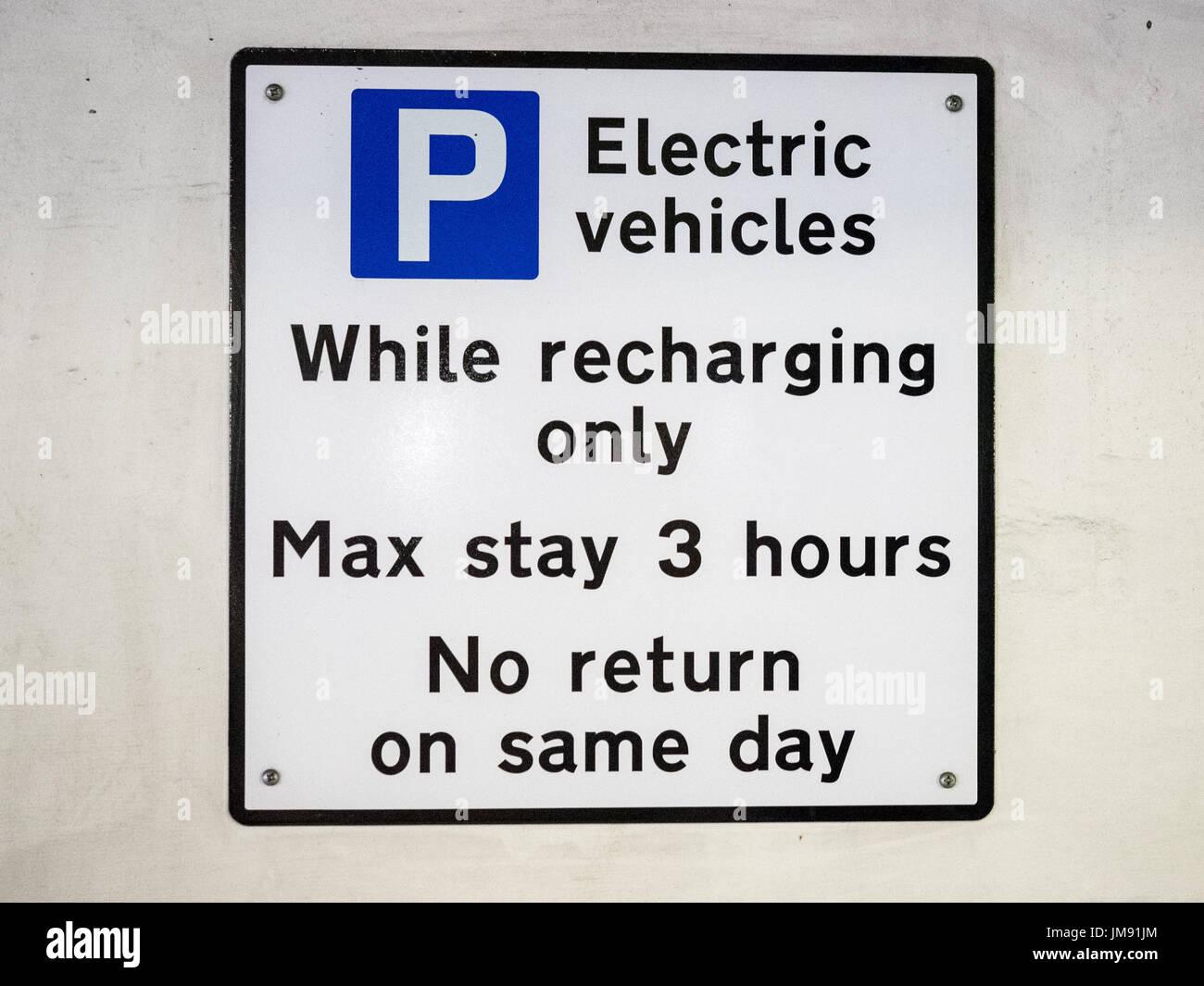Voiture électrique point de recharge 3 heure signe - restriction Photo Stock