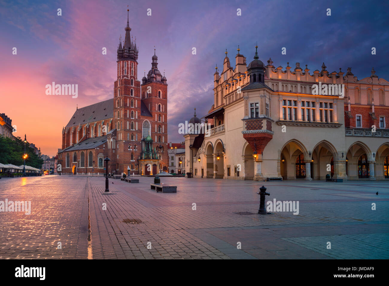 Cracovie. Droit de la vieille ville de Cracovie, en Pologne, pendant le lever du soleil. Photo Stock