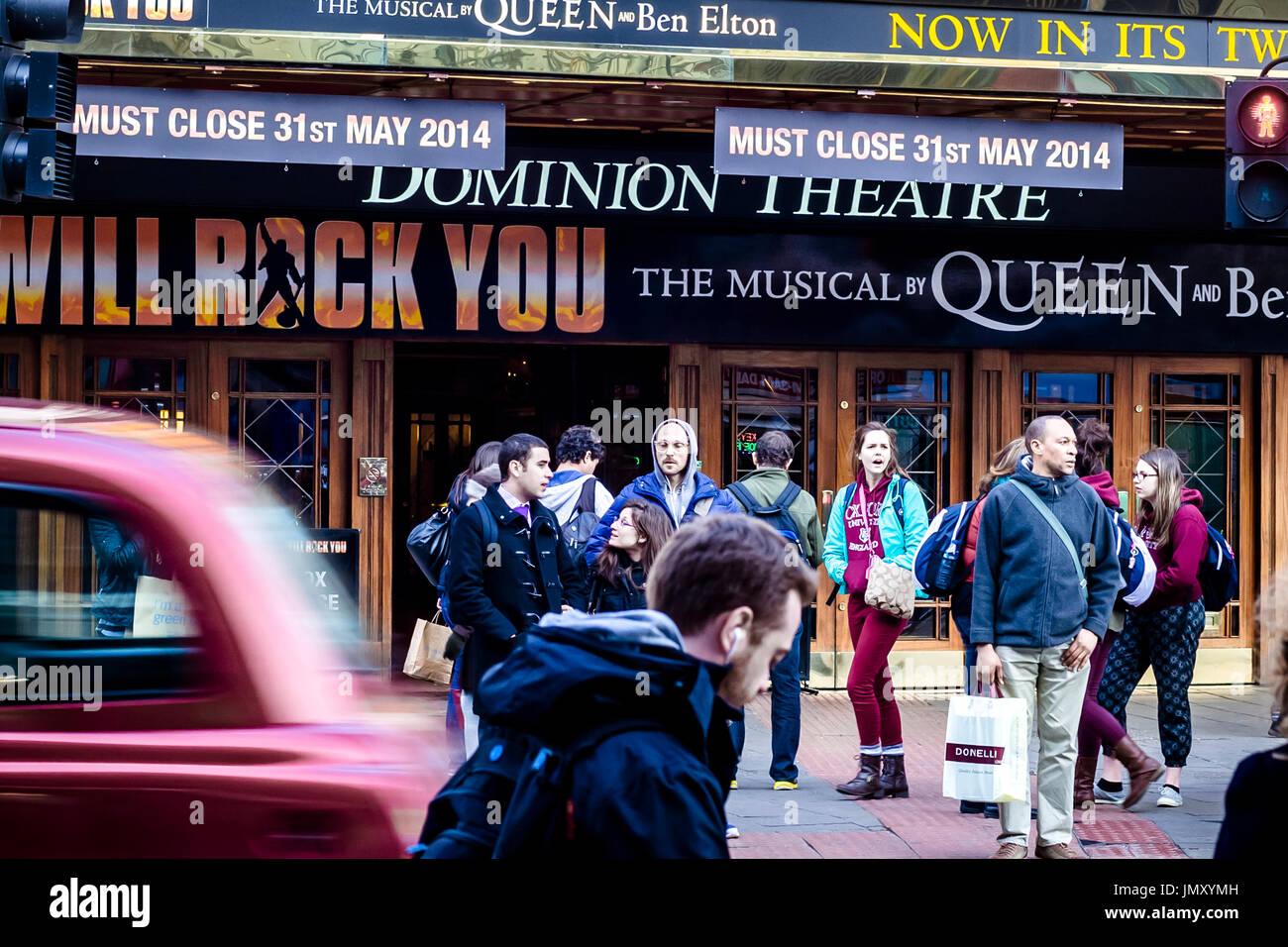 Derniers jours de la célèbre comédie musicale , nous vous rock de Weill, joué au Dominion Theatre, Londres. Banque D'Images