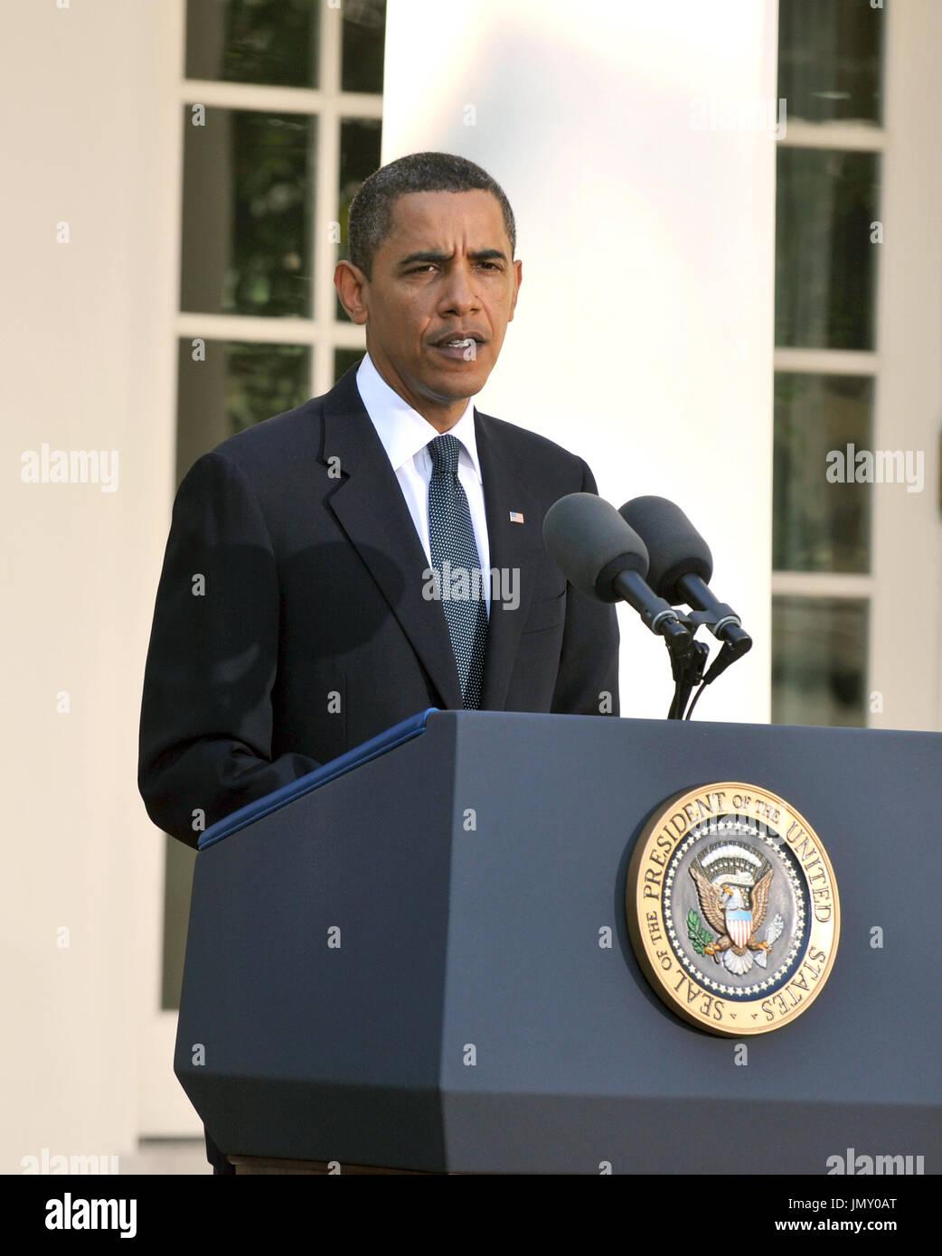 Washington, D.C. - 9 octobre 2009 -- Le président des États-Unis Barack Obama prononce une brève allocution sur son être attribué le Prix Nobel pour la paix dans la roseraie de la Maison Blanche à Washington, DC le vendredi 9 octobre 2009..Credit: Ron Sachs / CNPWashington, D.C. - 9 octobre 2009 -- Le président des États-Unis Barack Obama prononce une brève allocution sur son être attribué le Prix Nobel pour la paix dans la roseraie de la Maison Blanche à Washington, DC le vendredi 9 octobre 2009..Credit: Ron Sachs / CNP.(RESTRICTION: NO New York ou le New Jersey Journaux ou journaux dans un rayon de 75 km de nouveau Banque D'Images