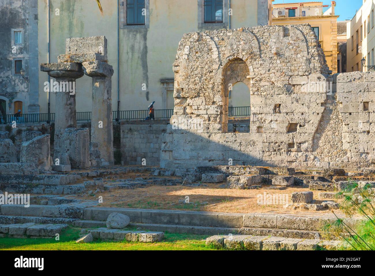 Sicile Ortigia ruines grecques, les ruines de grec ancien temple d'Apollon sur l'île d'Ortigia, Syracuse, Sicile. Photo Stock