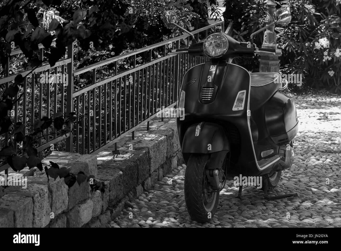1940 Piaggio vespa moto scooter la dolce vita art carte postale Photo Stock