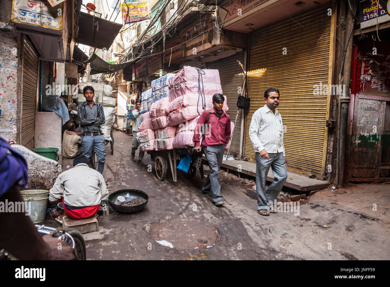 Une scène de rue à Chandni Chowk, Old Delhi, Inde. Photo Stock