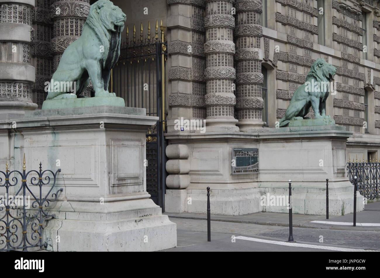 Le Lion Gate, Porte des Lions, au Louvre, Paris, l'un des plus grands musées du monde, le Quai des Tuilleries, Banque D'Images