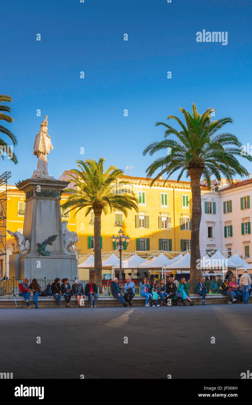 Sassari en Sardaigne, sur la place principale, la Piazza d'Italia - à Sassari, Sardaigne, un soir d'été. Photo Stock