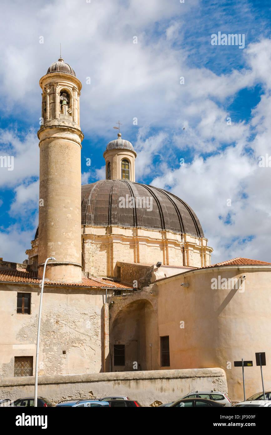 Sassari Sardaigne, le clocher de l'église baroque et coupole de l'église Santa Maria di Betlem à Sassari, Sardaigne. Banque D'Images