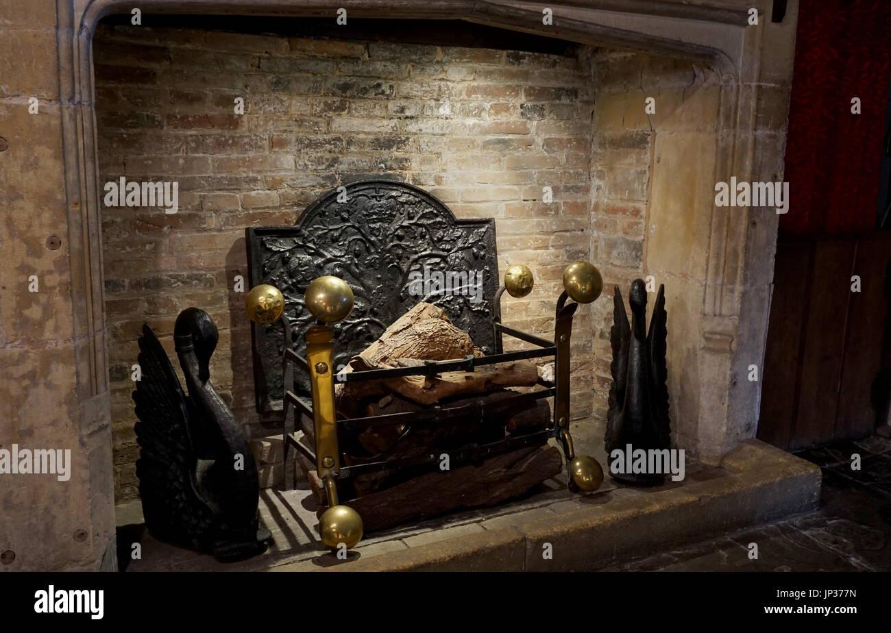 chemin e m di vale traditionnelle et chemin e avec feu de. Black Bedroom Furniture Sets. Home Design Ideas