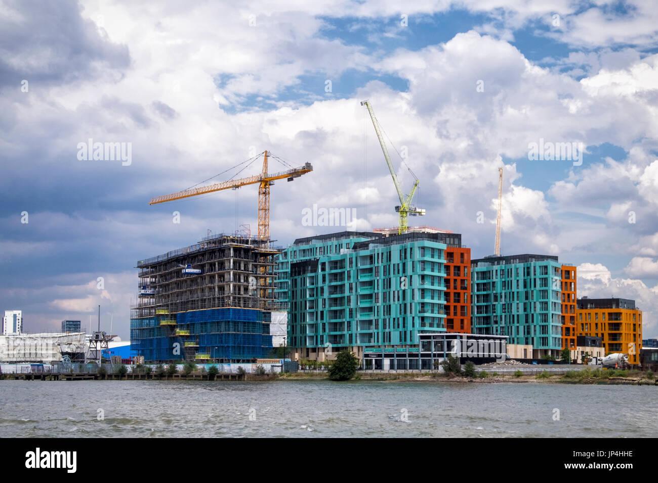 Londres, Greenwich.Barratts Homes nouveau développement d'appartements de luxe au bord de la nouvelle construction Banque D'Images