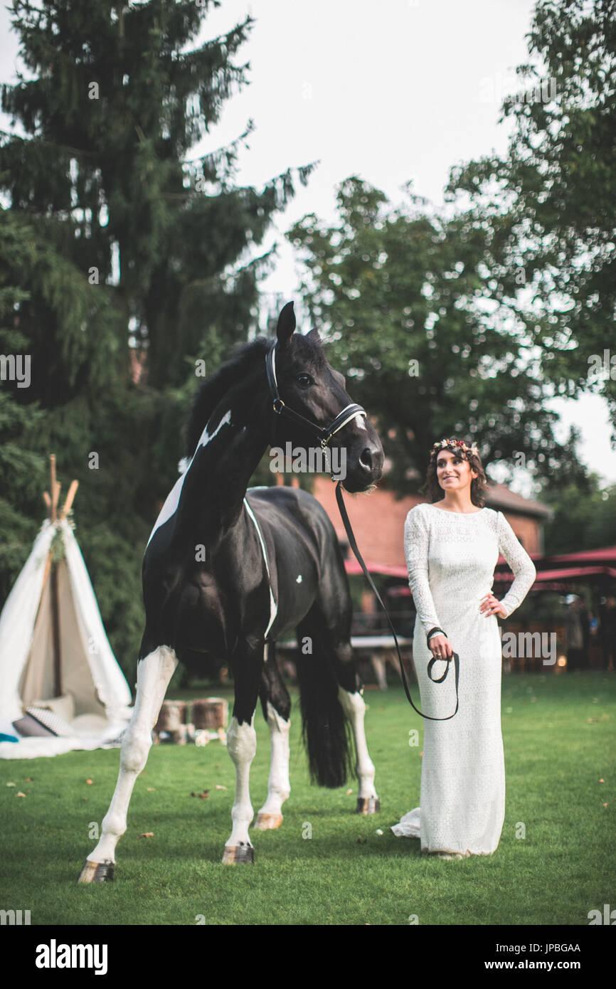 Autre mariage, mariée avec l'extérieur Photo Stock