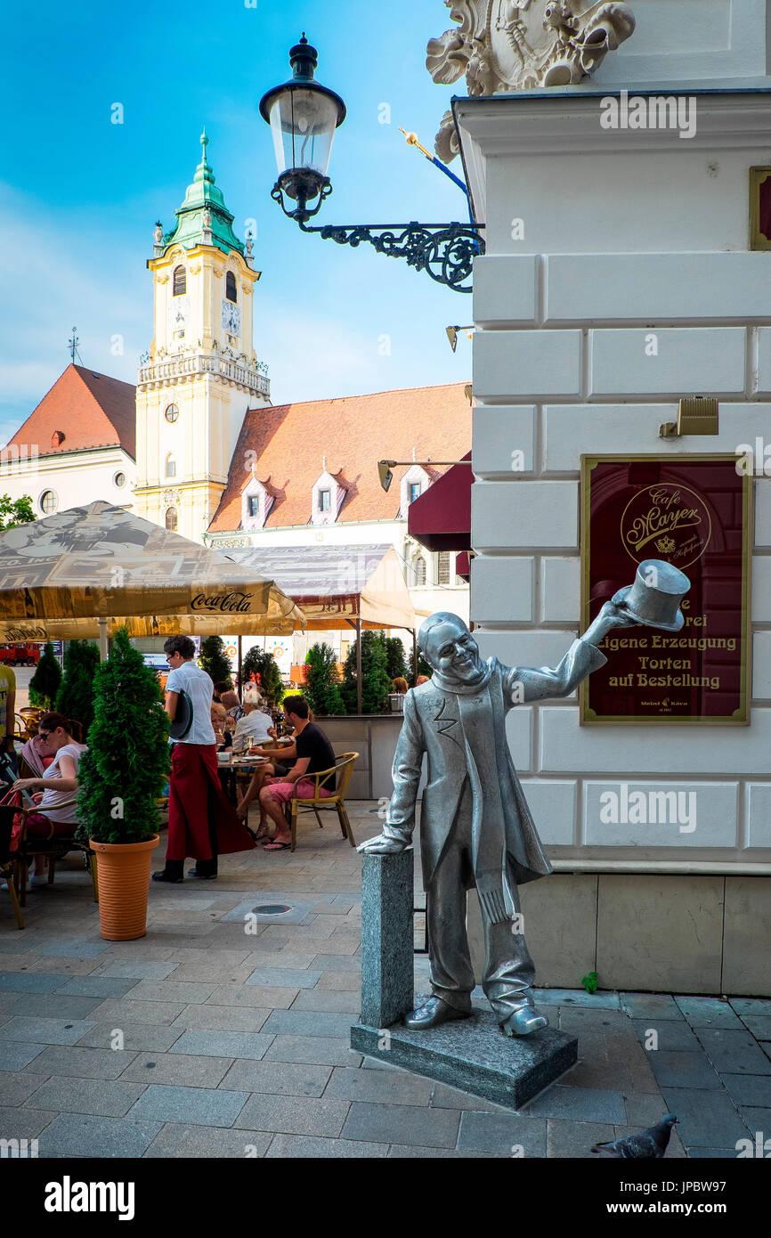 Bratislava, Slovaquie, centre de l'Europe. Ignac Lamar, l'un des curieux statues dispersés dans le centre-ville. Photo Stock