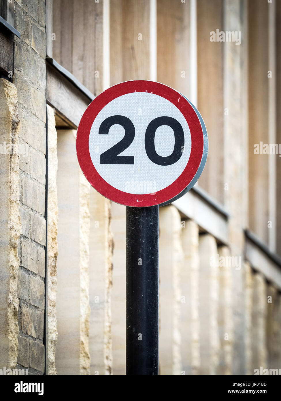 Limite de vitesse 20MPH mph 20 signes - zones de limitation de vitesse sont plus communs dans les villes britanniques maintenant Photo Stock