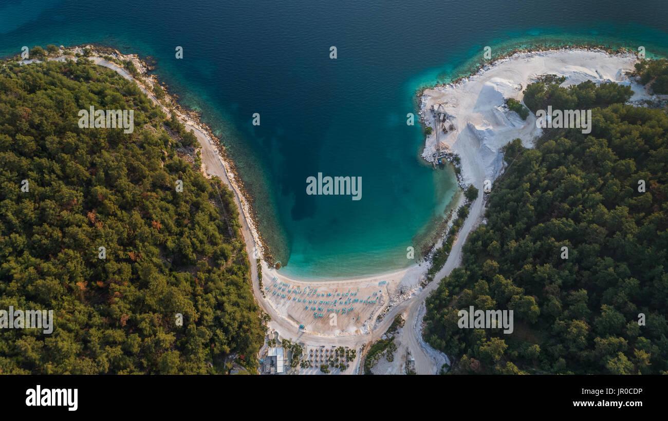 Vue aérienne de la plage de Porto en Vathy à Thassos Island, Grèce Photo Stock
