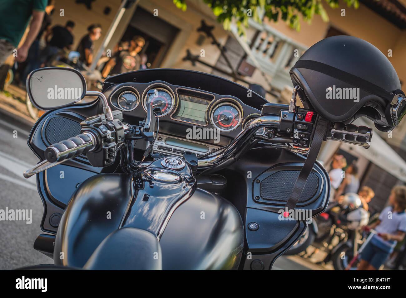 Classic Moto à une réunion de motards en italien ville. détail avec filtre effet vintage. Banque D'Images