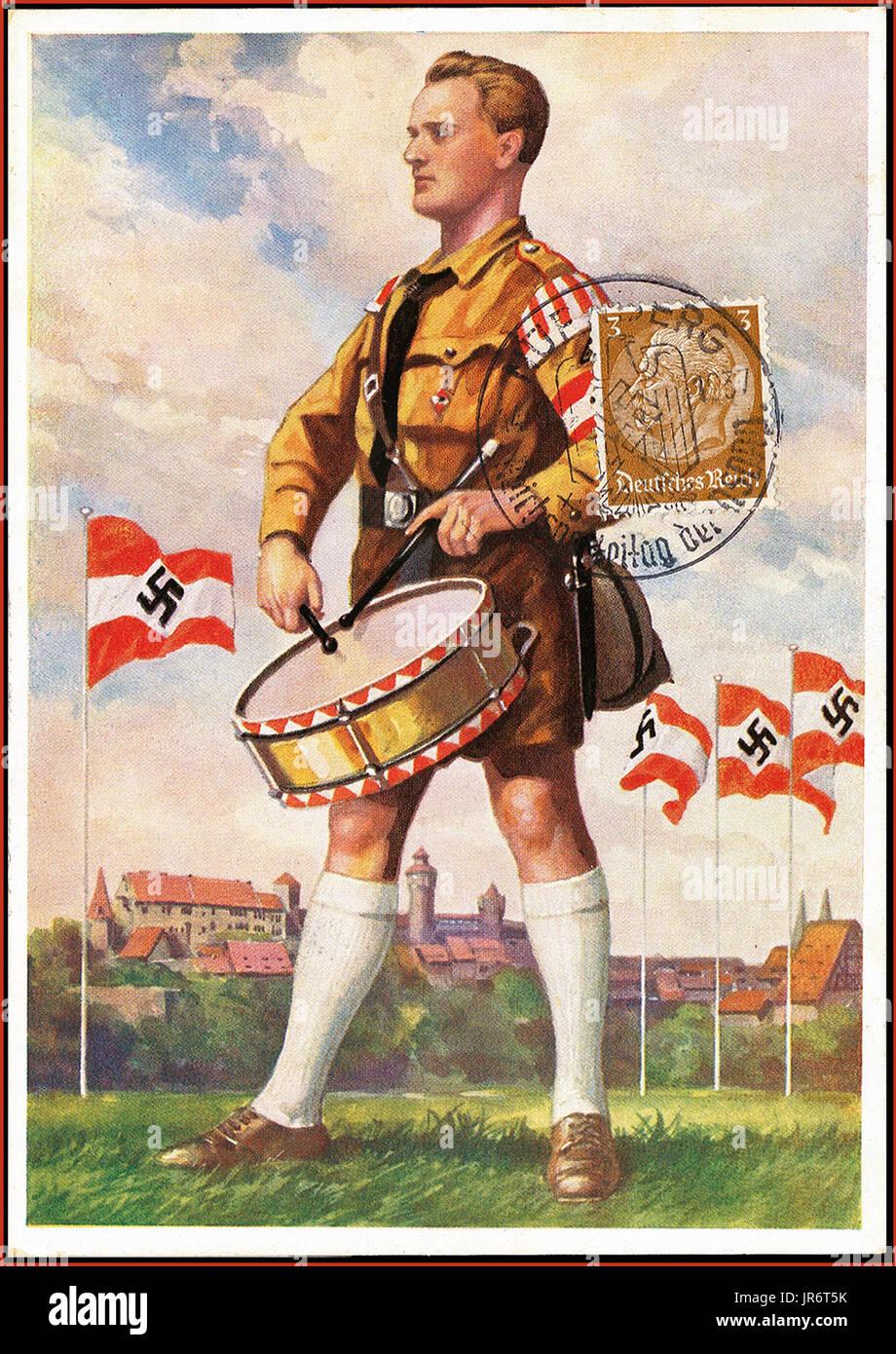 La propagande nazie des rassemblements de Nuremberg 1937 Pre-War Reich Nazi Party jour Carte de propagande, illustrant la jeunesse hitlérienne batteur sur parade ground, timbre apposé en date du 14.9.37 Nuremberg Photo Stock