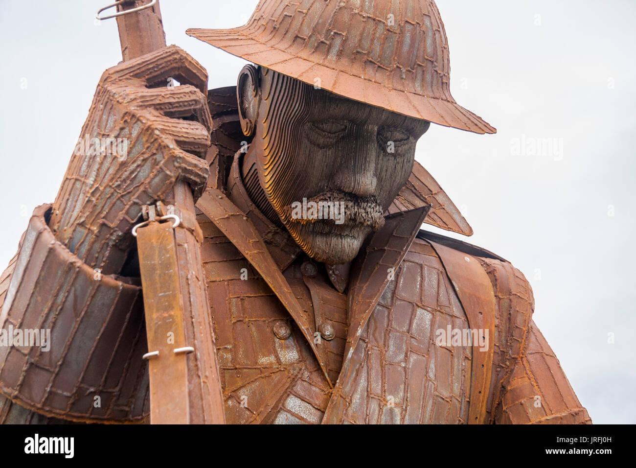 Vue rapprochée de la sculpture commémorative de l'artiste Ray Lonsdale d'un soldat de las de la guerre WW1 nommé Tommy à Seaham,Co.Durham Photo Stock