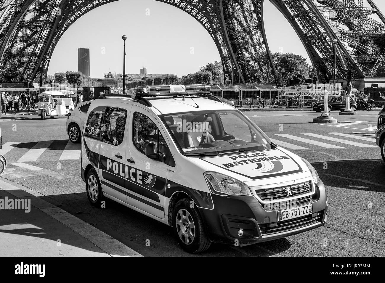 paris police traffic photos paris police traffic images alamy. Black Bedroom Furniture Sets. Home Design Ideas