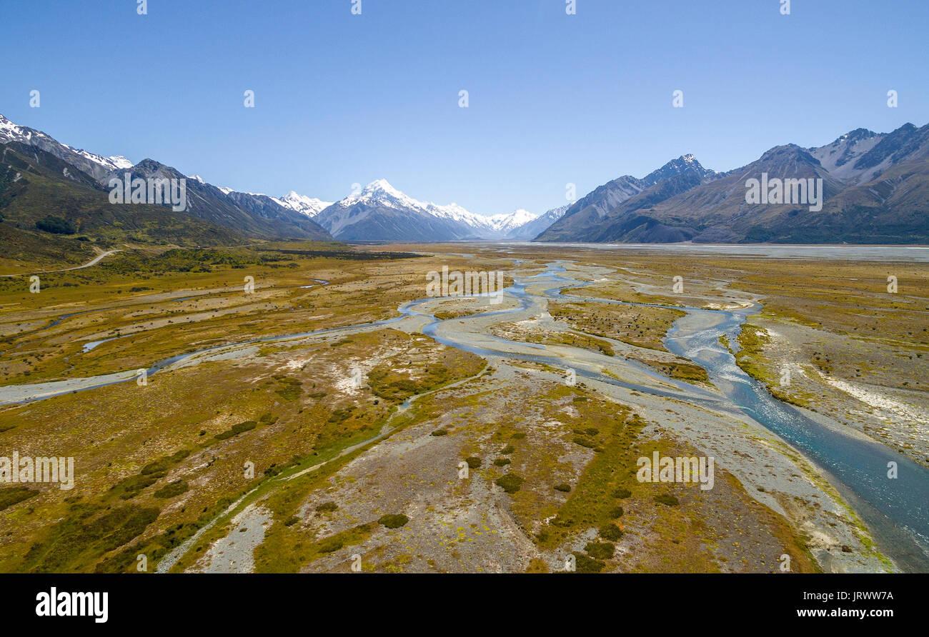 Grande rivière du fleuve Tasman, le Mont Cook à l'arrière, Parc National du Mont Cook, région de Canterbury, île du Sud, Nouvelle-Zélande Photo Stock