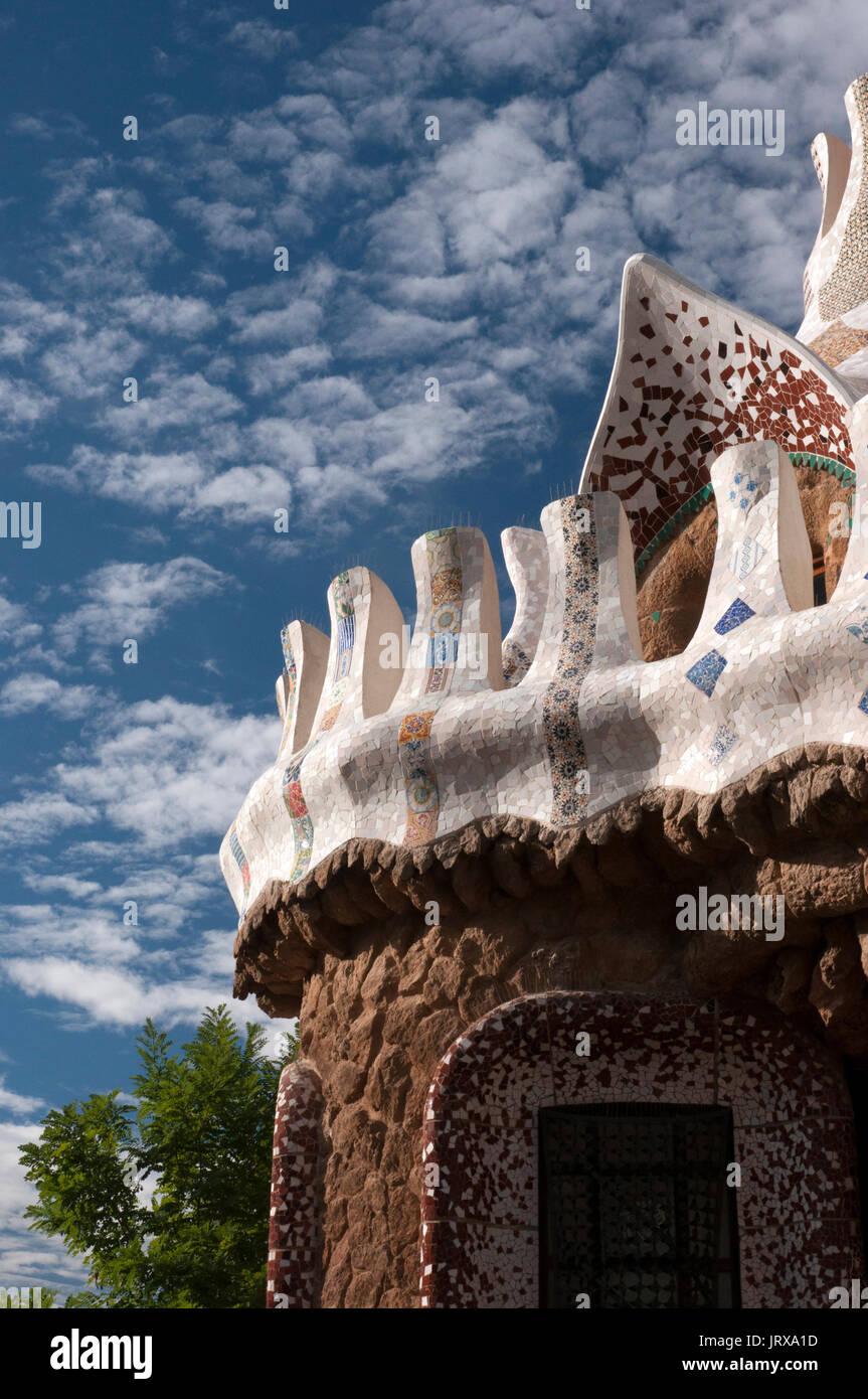 Détail de trencadis conciergerie travaux parc Guell Barcelone Espagne Banque D'Images
