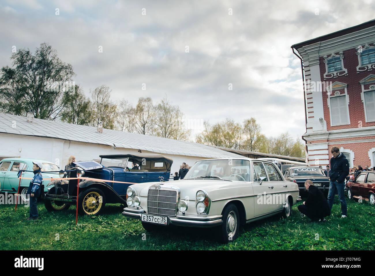 Exposition de voitures rétro Photo Stock
