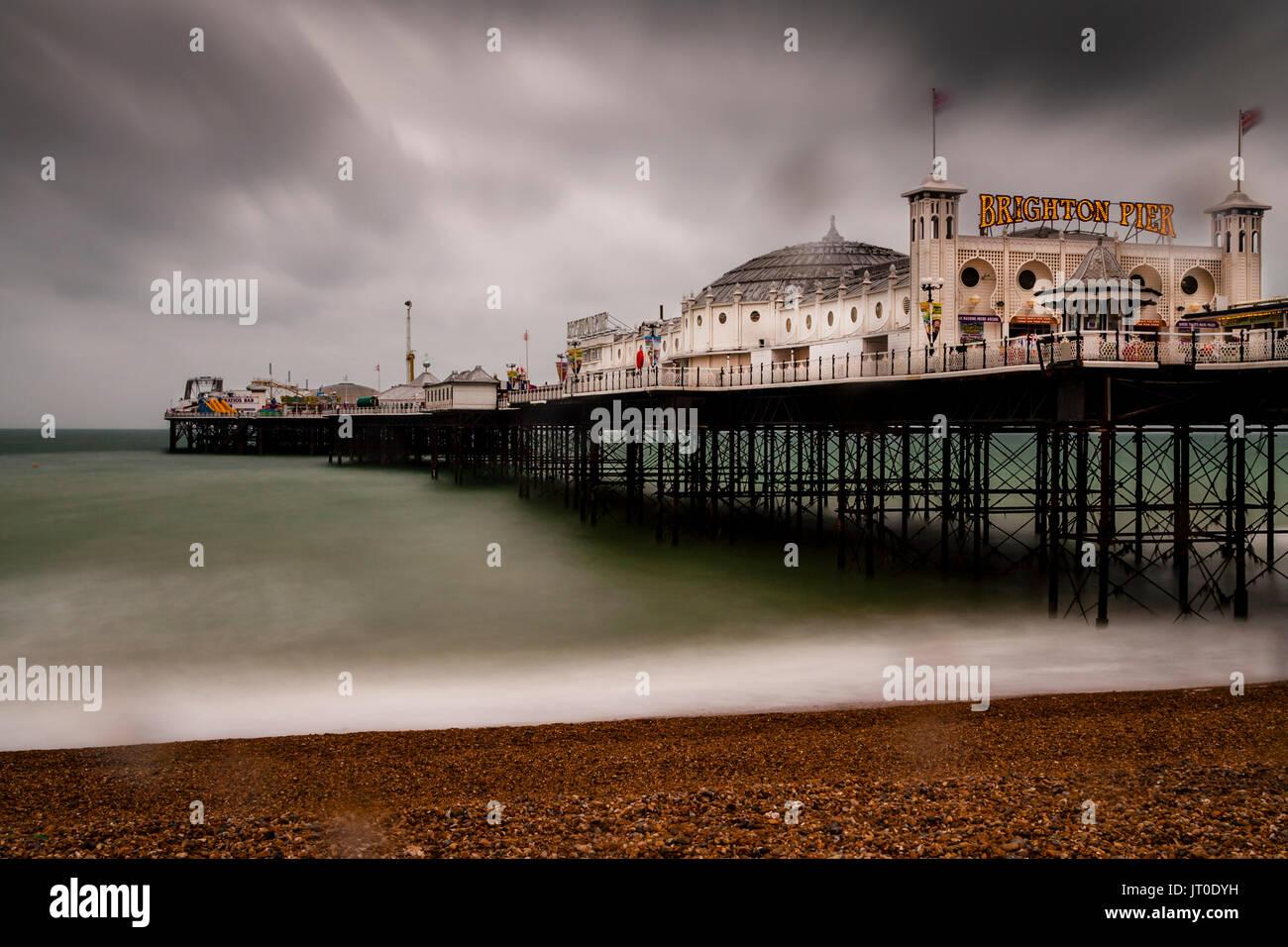 Le Palace Pier de Brighton sur un jour de pluie, Brighton, Sussex, UK Photo Stock