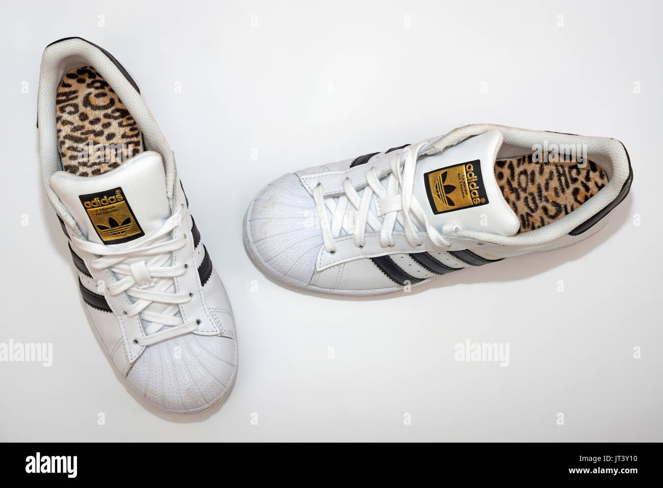 quality design d2828 aad72 Adidas Superstar formateurs Photo Stock
