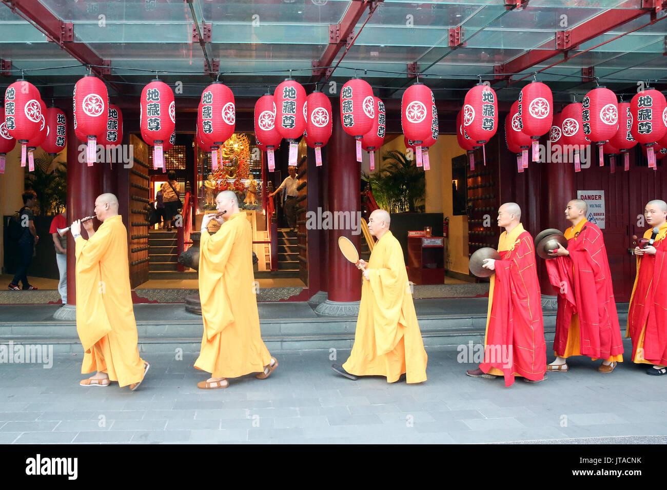 Ullambana cérémonie, les moines bouddhistes, procession des Buddha Tooth Relic Temple, Chinatown, Singapour, Asie du Sud, Asie Photo Stock