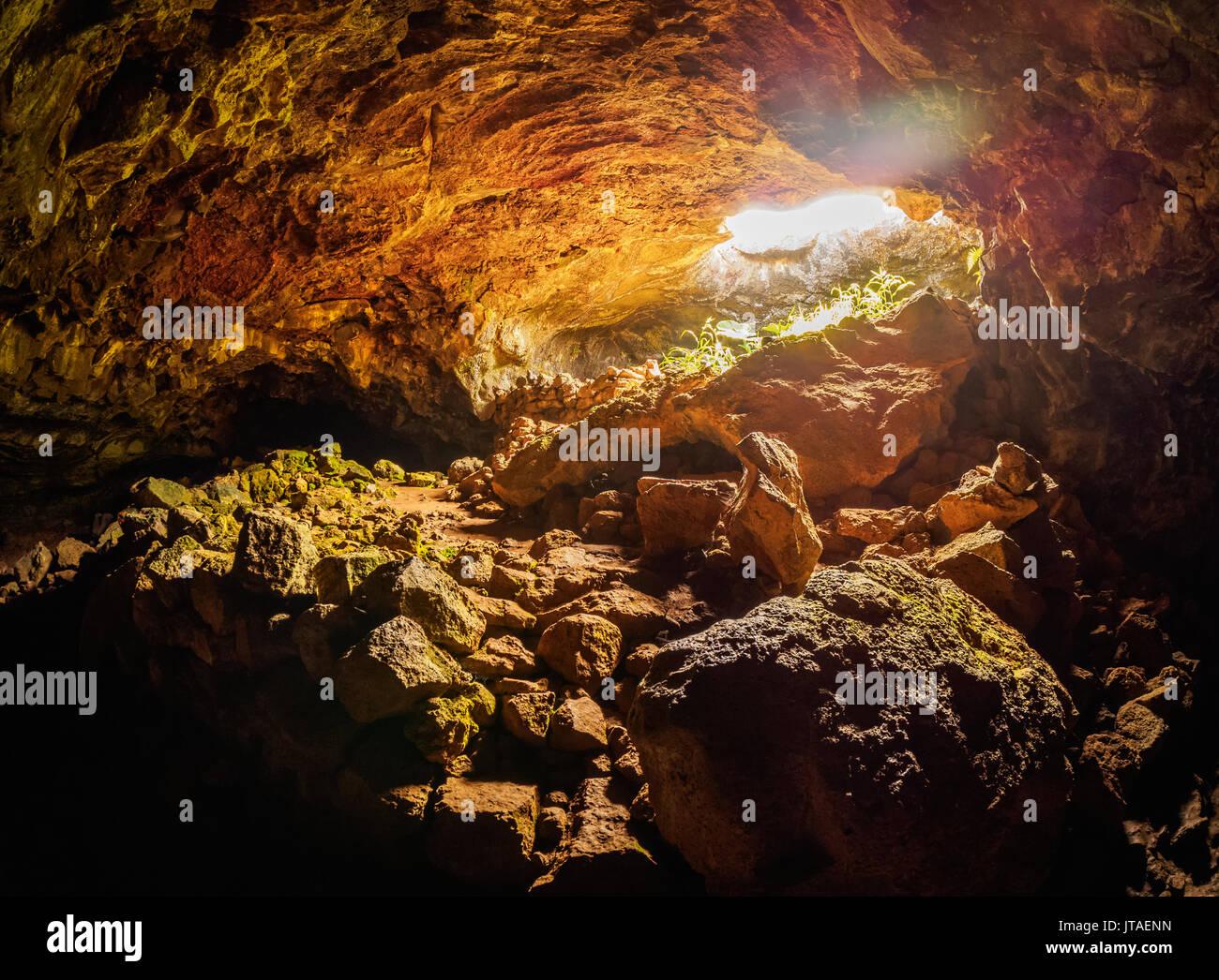 Ana Te Pahu Cave, parc national de Rapa Nui, Site du patrimoine mondial de l'UNESCO, l'île de Pâques, Chili, Amérique du Sud Photo Stock
