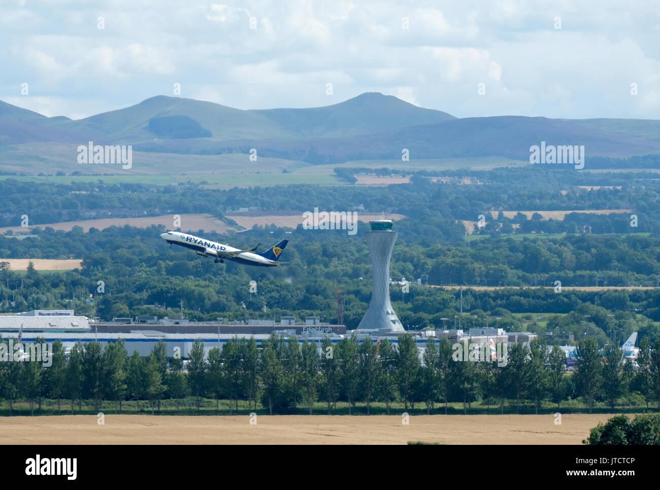 Un avion de Ryanair décolle de l'aéroport d'Édimbourg. Photo Stock