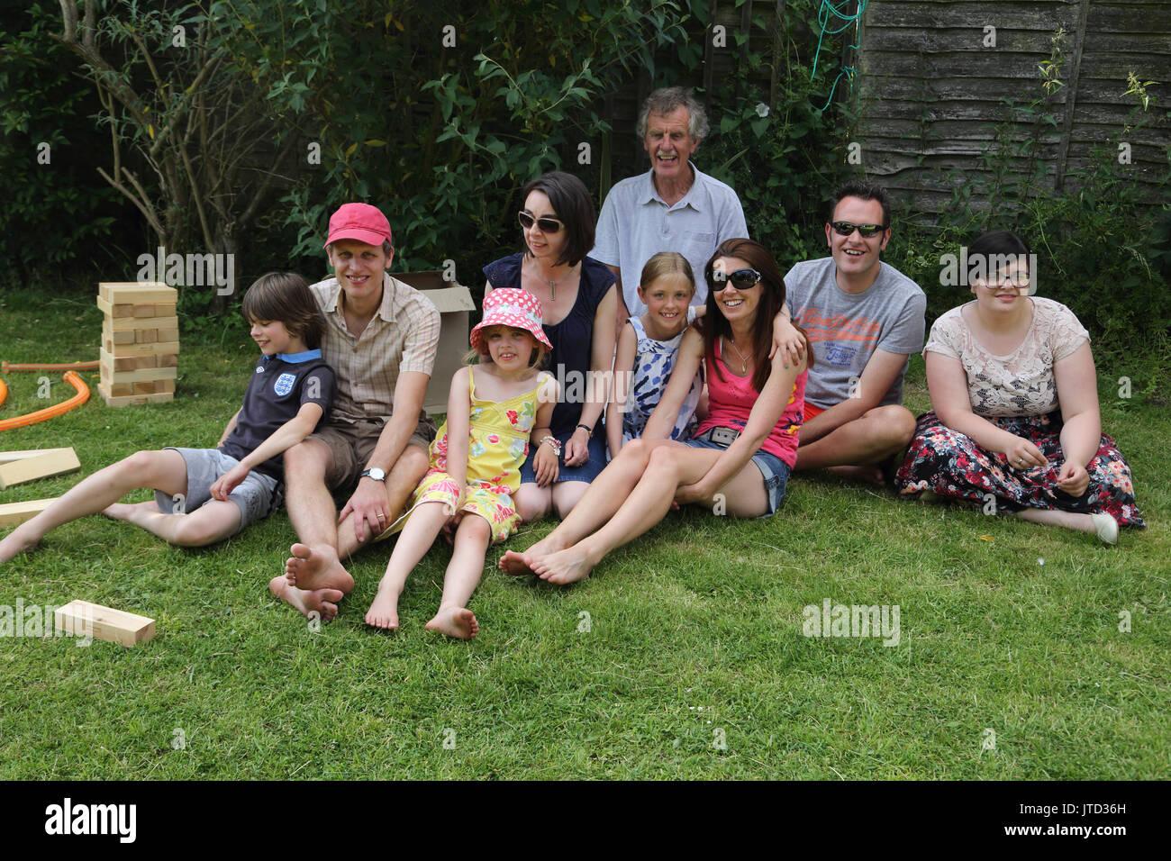 Portrait de trois générations de la famille jardin en Harrogate Angleterre Photo Stock