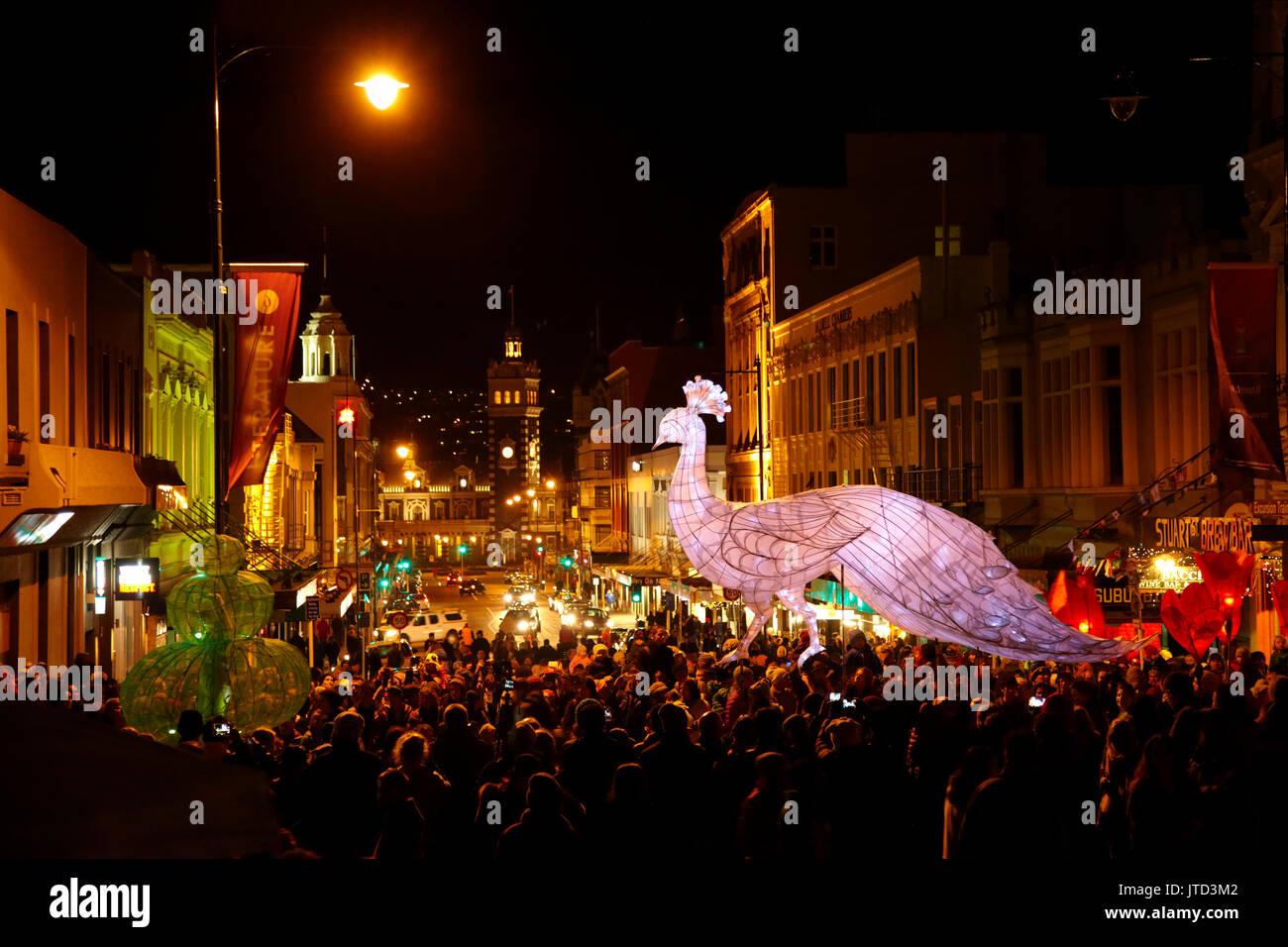 Lantern parade, Carnaval de la mi-hiver, l'octogone, Dunedin, île du Sud, Nouvelle-Zélande Photo Stock