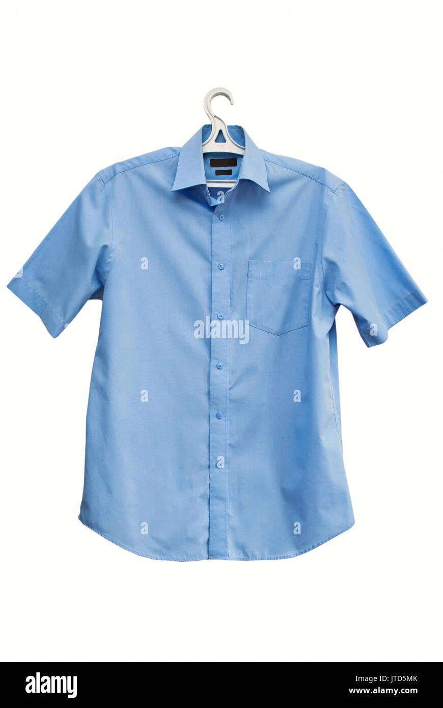 Chemise d'été à manches courtes sur un fond blanc Photo Stock
