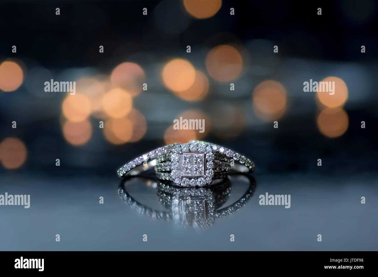 Bague de mariage et bague de fiançailles Banque D'Images