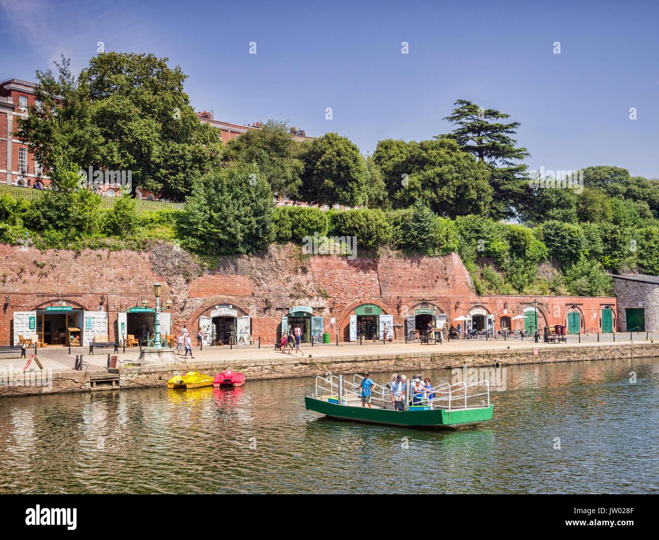 21 Juin 2017: Quai d'Exeter, Exeter, Devon, England, UK - Butts, un ferry part powered bac à câble , traversant la rivière Exe vers les boutiques et gal Photo Stock