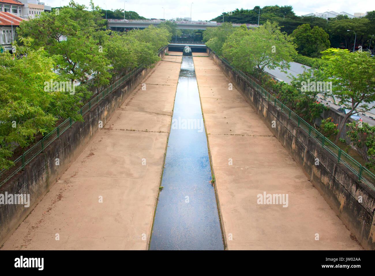 Cours d'eau de pluie de la ville Photo Stock